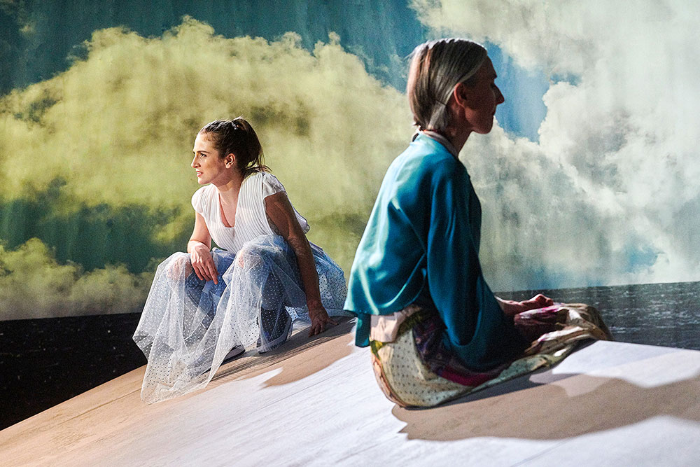 "Weltenwanderer - ""atlas"" im Theater am Engelsgarten - Elena Hong"